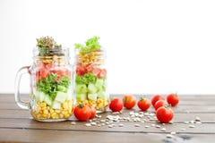 Φυτική σαλάτα σε ένα βάζο γυαλιού Υγιή τρόφιμα, διατροφή, Detox, Clea στοκ εικόνες με δικαίωμα ελεύθερης χρήσης