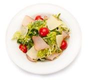 Φυτική σαλάτα με το ζαμπόν, το τυρί παρμεζάνας και τις ντομάτες κερασιών Στοκ Εικόνες