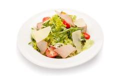 Φυτική σαλάτα με το ζαμπόν, το τυρί παρμεζάνας και τις ντομάτες κερασιών Στοκ φωτογραφία με δικαίωμα ελεύθερης χρήσης