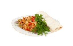 Φυτική σαλάτα με το ψωμί pita σε μια πιατέλα Στοκ Εικόνες