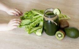 Φυτικοί καταφερτζήδες πράσινοι Η έννοια της διατροφής, detox, της χορτοφαγίας και ενός υγιούς τρόπου ζωής στοκ φωτογραφίες