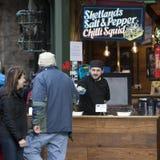 Φυτικός πωλητής στη διάσημη αγορά δήμων στο Λονδίνο Στοκ εικόνες με δικαίωμα ελεύθερης χρήσης
