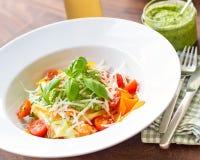 Φυτικό πιάτο με το pesto Στοκ Εικόνες