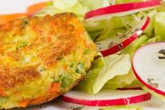 Φυτικό burger με τη μακροεντολή σαλάτας Στοκ φωτογραφία με δικαίωμα ελεύθερης χρήσης