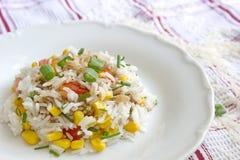 Φυτικό risotto - basmati ρύζι με τα δημητριακά, τις ντομάτες και το κρεμμύδι Στοκ εικόνα με δικαίωμα ελεύθερης χρήσης