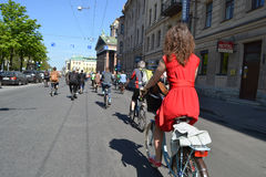Φυλή κύκλων στην οδό του ST Πετρούπολη Στοκ εικόνες με δικαίωμα ελεύθερης χρήσης