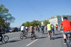 Φυλή κύκλων στην οδό του ST Πετρούπολη Στοκ φωτογραφία με δικαίωμα ελεύθερης χρήσης