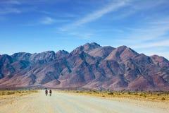 Φυλή ποδηλάτων στην έρημο στοκ εικόνα με δικαίωμα ελεύθερης χρήσης