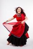 Φυλετικός χορευτής με το κόκκινο σάλι Στοκ εικόνες με δικαίωμα ελεύθερης χρήσης