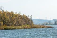 Φωλλ Ρίβερ Το ζωηρόχρωμο φύλλωμα φθινοπώρου πέρα από τη λίμνη με όμορφο επιζητά Στοκ εικόνες με δικαίωμα ελεύθερης χρήσης