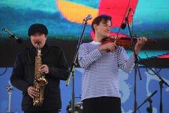 Φωνητικός-οργανική ζώνη τζαζ συνόλων καλλιτεχνών, τραγουδιστών και μουσικών απόδοσης shoobedoobe Στοκ φωτογραφίες με δικαίωμα ελεύθερης χρήσης