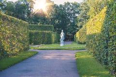 Φως ήλιων βραδιού στον κήπο παλατιών του πάρκου της Catherine Στοκ φωτογραφία με δικαίωμα ελεύθερης χρήσης