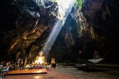 Φως ήλιων στη σπηλιά στοκ εικόνα με δικαίωμα ελεύθερης χρήσης