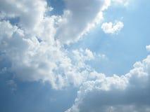 Φως ήλιων στο μπλε ουρανό Στοκ Εικόνες