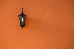 Φως λαμπτήρων στον τοίχο Στοκ Εικόνες