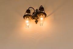 Φως λαμπτήρων στον τοίχο Στοκ φωτογραφία με δικαίωμα ελεύθερης χρήσης
