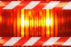 Φως αναγνωριστικών σημάτων με την ταινία εμποδίων Στοκ Φωτογραφία