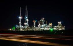 Φως από μια βιομηχανία πετρελαίου στο Ελ Πάσο Τέξας στοκ εικόνες