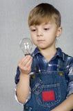φως βολβών αγοριών Στοκ Εικόνα