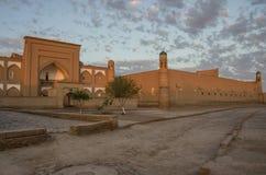 Φως βραδιού στις οδούς Khiva Στοκ Φωτογραφίες