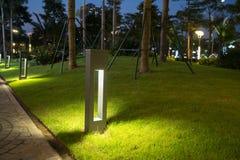 Φως διακοσμήσεων πυράκτωσης κήπων στο πάρκο τη νύχτα Στοκ φωτογραφίες με δικαίωμα ελεύθερης χρήσης
