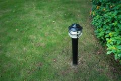 Φως διακοσμήσεων πυράκτωσης κήπων στο πάρκο τη νύχτα Στοκ Εικόνες