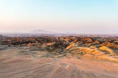Φως ηλιοβασιλέματος πέρα από τις άγονα κοιλάδες και τα φαράγγια, γνωστό όπως στοκ φωτογραφία