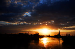 Φως ηλιοβασιλέματος πέρα από τον ποταμό Mures Στοκ φωτογραφία με δικαίωμα ελεύθερης χρήσης
