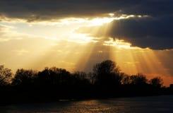 Φως ηλιοβασιλέματος πέρα από τον ποταμό Mures Στοκ φωτογραφίες με δικαίωμα ελεύθερης χρήσης