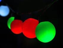 Φως διακοσμήσεων πέρα από το σκοτεινό υπόβαθρο Στοκ εικόνα με δικαίωμα ελεύθερης χρήσης