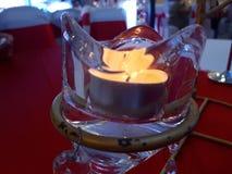 Φως κεριών σε έναν πίνακα γευμάτων Στοκ Φωτογραφίες