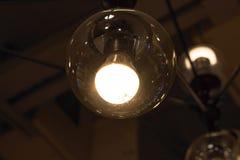 Φως λαμπτήρων στο σκοτάδι διάστημα αντιγράφων Στοκ Εικόνες