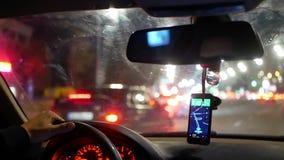 Φως νύχτας πόλεων ταξί αυτοκινήτων απόθεμα βίντεο