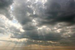 Φως, ουρανός και γκρίζο σύννεφο Στοκ Φωτογραφίες