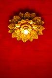 Φως λουλουδιών στην κορυφή της κόκκινης στέγης Στοκ Εικόνα