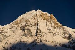 Φως πάνω από την αιχμή νότιων βουνών Annapurna, ABC, Pokhara, Nep Στοκ Εικόνα