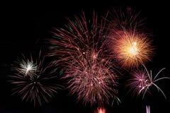 Φως πυροτεχνημάτων επάνω ο ουρανός στον εορτασμό Στοκ Εικόνες