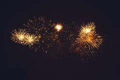 Φως πυροτεχνημάτων επάνω ο ουρανός Στοκ Φωτογραφίες