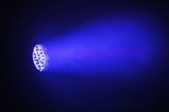 Φως σημείων των σκηνικών οδηγήσεων με την μπλε ακτίνα Στοκ Φωτογραφίες