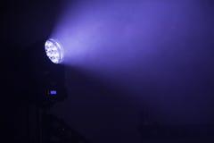 Φως σημείων των σκηνικών οδηγήσεων με την μπλε ακτίνα Στοκ Εικόνες