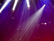 Φως στη σκηνή σε μια συναυλία ως υπόβαθρο στοκ εικόνα