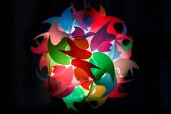 Φως στο ζωηρόχρωμο πλαστικό στη σκοτεινή χρήση για το υπόβαθρο Στοκ Εικόνα