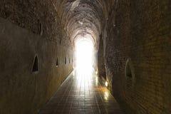 φως στο τέλος της σήραγγας σπηλιών Στοκ Φωτογραφία