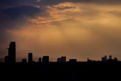 Φως του ήλιου και η σκιαγραφία του κτηρίου Στοκ φωτογραφία με δικαίωμα ελεύθερης χρήσης