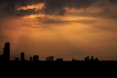 Φως του ήλιου και η σκιαγραφία του κτηρίου Στοκ εικόνες με δικαίωμα ελεύθερης χρήσης