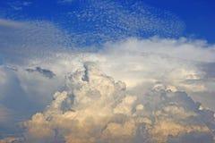 Φως του ήλιου σύννεφων και ουρανού Στοκ Εικόνες
