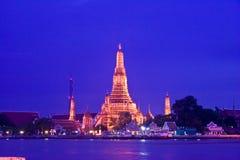Φως Wat Arun Chedi επιτέλους. Στοκ φωτογραφίες με δικαίωμα ελεύθερης χρήσης