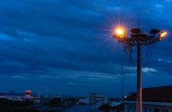 Φωτίστε κάποιου λαμπτήρα στον πύργο επικέντρων στοκ εικόνα με δικαίωμα ελεύθερης χρήσης