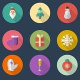Φωτεινά εικονίδια σφαιρών χρωμάτων Χριστουγέννων στο επίπεδο ύφος με τις μακριές σκιές Στοκ Φωτογραφίες