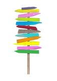 Φωτεινά ζωηρόχρωμα κενά ξύλινα κατευθυντικά σημάδια παραλιών στον πόλο Στοκ Φωτογραφία